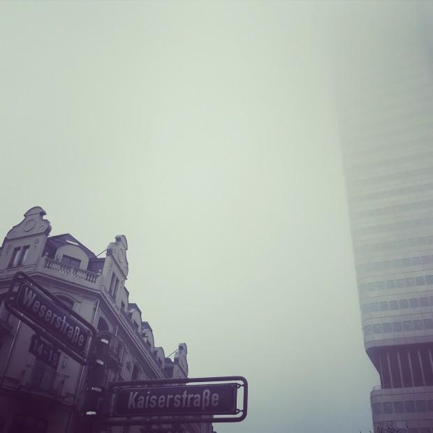 THIS IS ... Bahnhofsviertel im Nebel